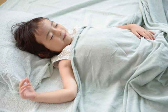 幼児,子供,朝起きない,起こす,セロトニン,朝アイス