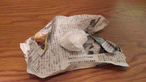 使用済ティッシュ,ラップ,包む,処理,方法,新聞紙